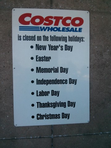 is costco open on holidays