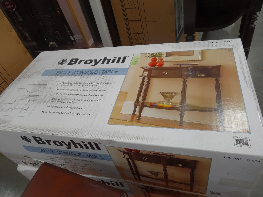 Broyhill Emily Console Table